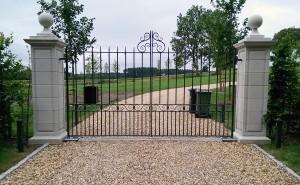 Metal Gates (1)