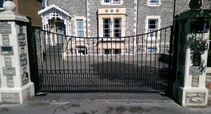 Metal Gates (25)